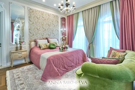 Классическая спальня в светлых тонах