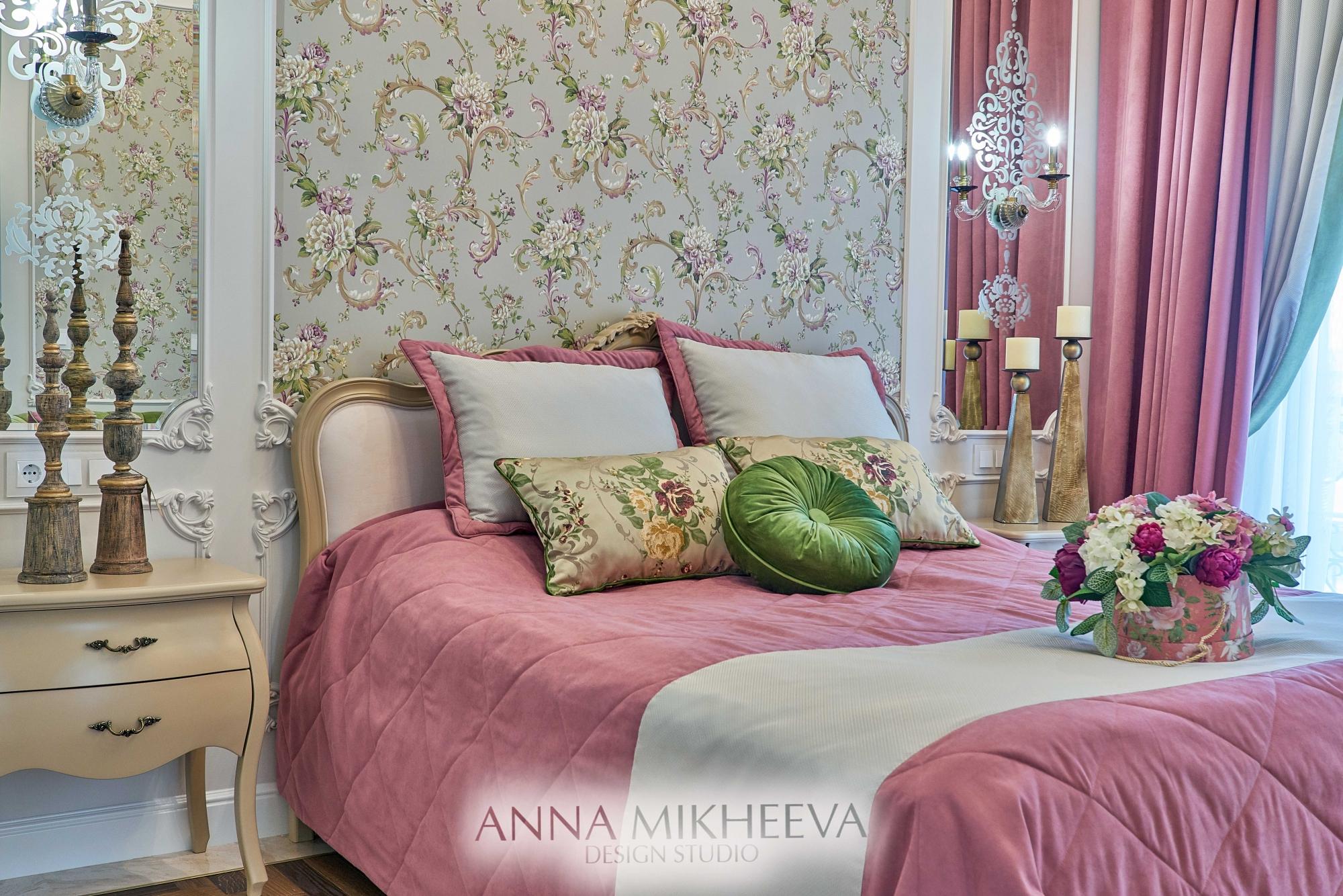 Классическая спальня в светлых тонах. В Астане. Фото.